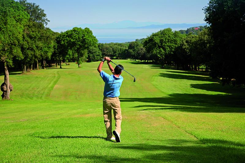 Поле Международного гольф-клуба
