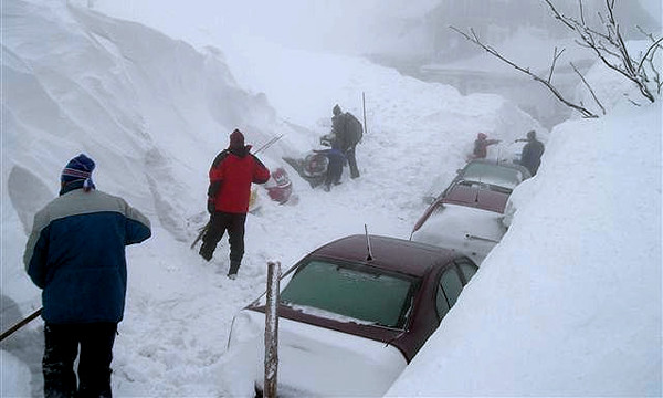 В Дагестане из снежного плена спасены 45 человек в 12 автомобилях