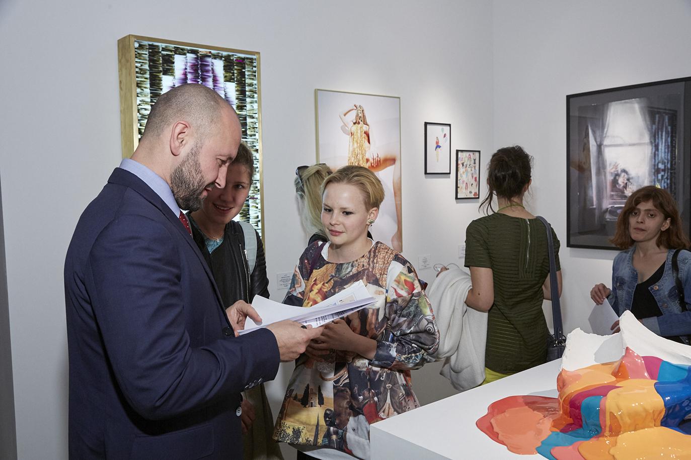 Таня Пеникер с другими участниками торгов