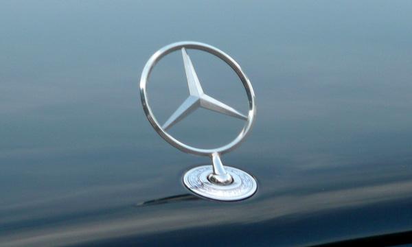 В Ростове-на-Дону Mercedes протаранил свадебный кортеж