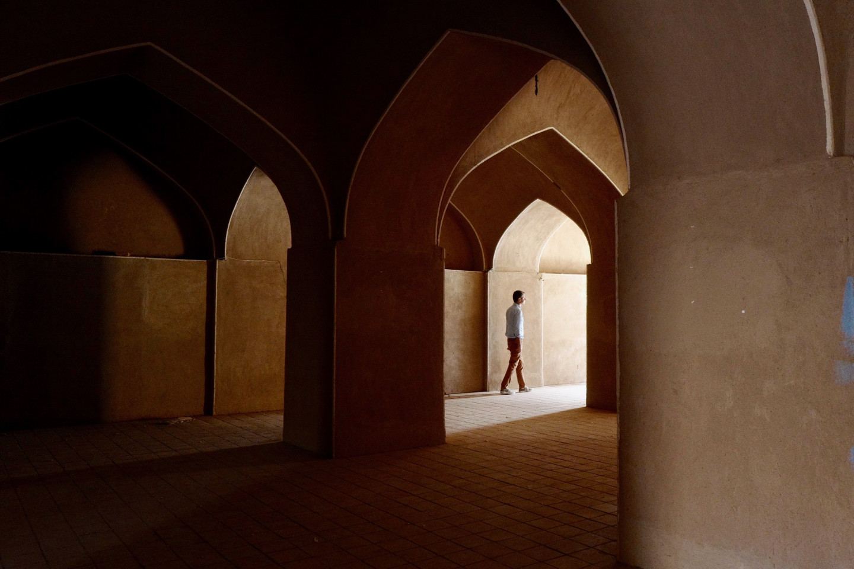 Арочный лабиринт крепости в Раене, провинция Керман