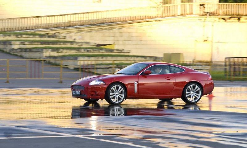 C Jaguar XKR трудно привыкать к хорошему