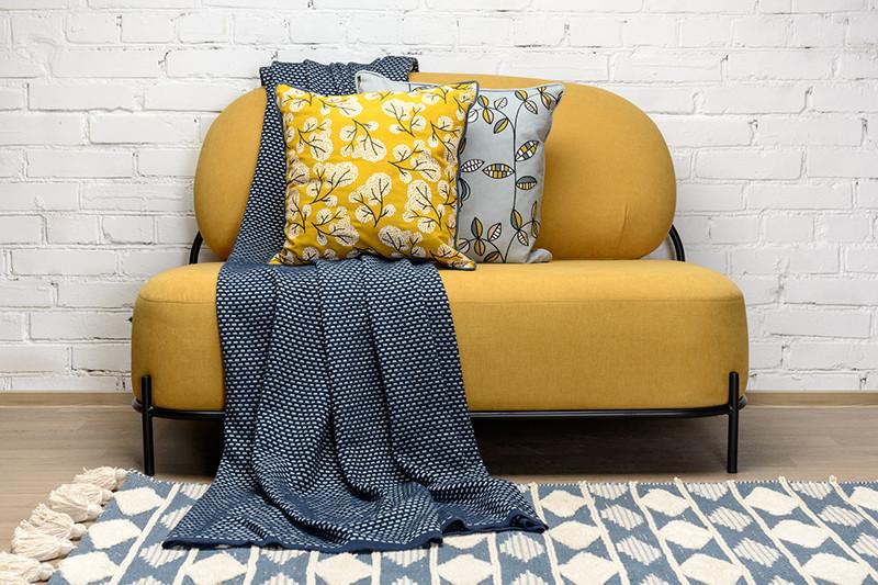 Ковер, плед и декоративные подушки