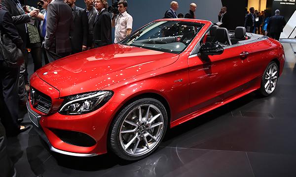 Mercedes-Benz выпустил второй за 45 лет четырехместный кабриолет