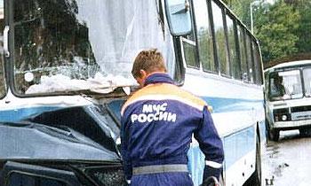 Пострадавшим в ДТП помогли спасатели МЧС