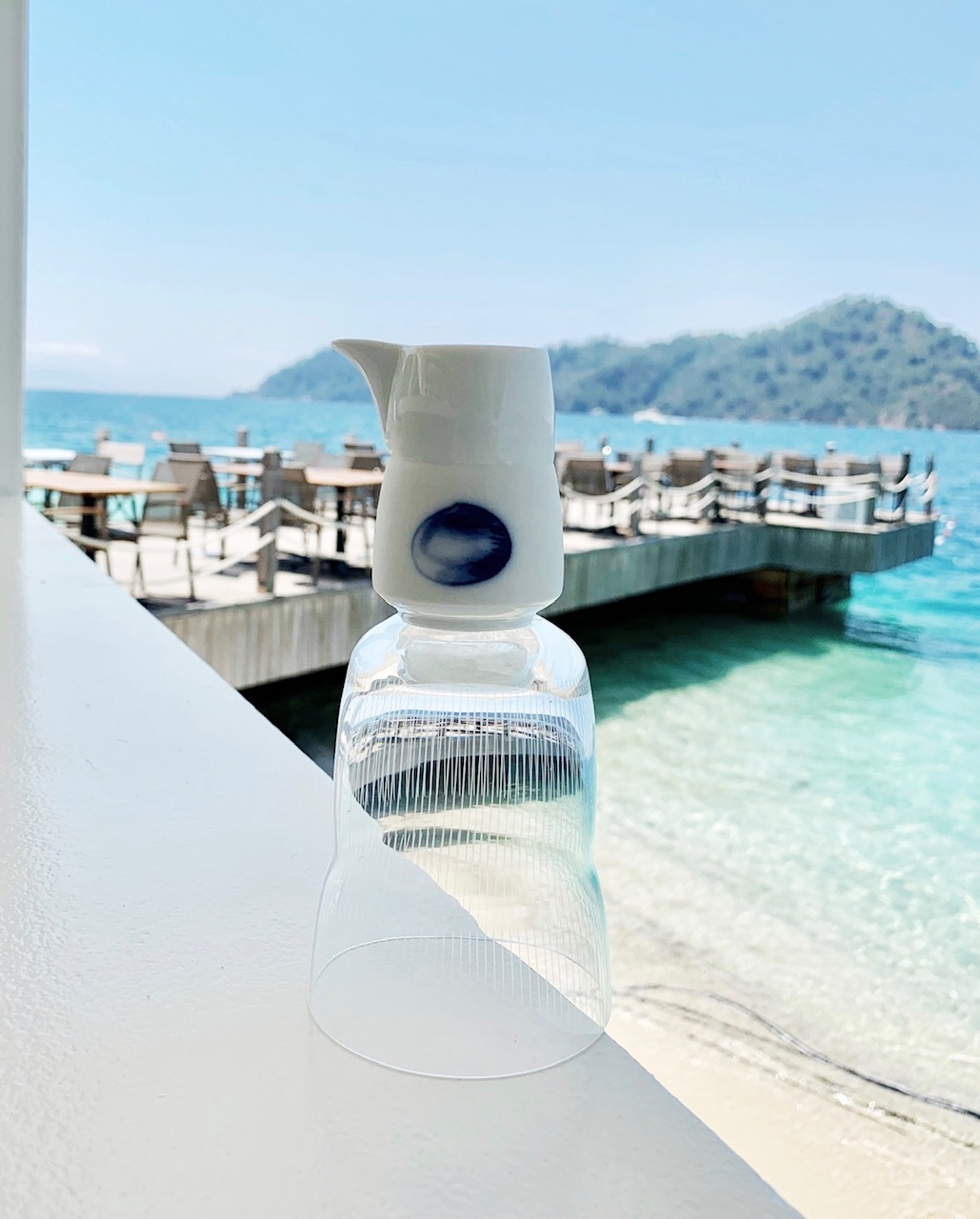 Сливочник и стаканчик Hering с видом на ресторан эгейской кухни The Breeze на курортеD-Resort Göcek