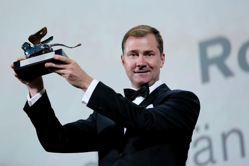 Йохан Карлссон получает «Серебряного льва» за Роя Андерссона