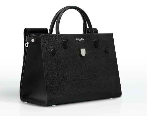 daf30ae03f81 Новая сумка Dior обещает стать городской классикой    Вещи    РБК.Стиль