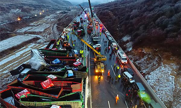 В Китае в массовую аварию попали 56 автомобилей