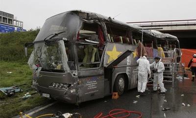 В Петербурге экскурсионный автобус врезался в ограждение моста