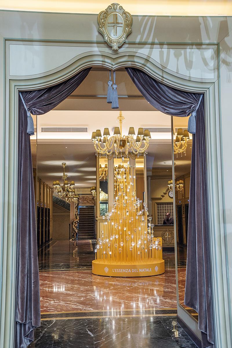 Елка Acqua di Parma в отелеHotel Principe di Savoia