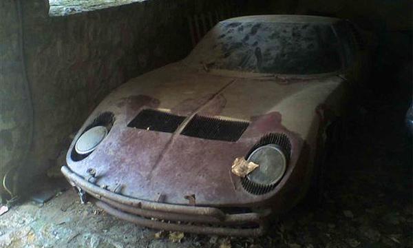 Зловещие мертвецы в гаражах