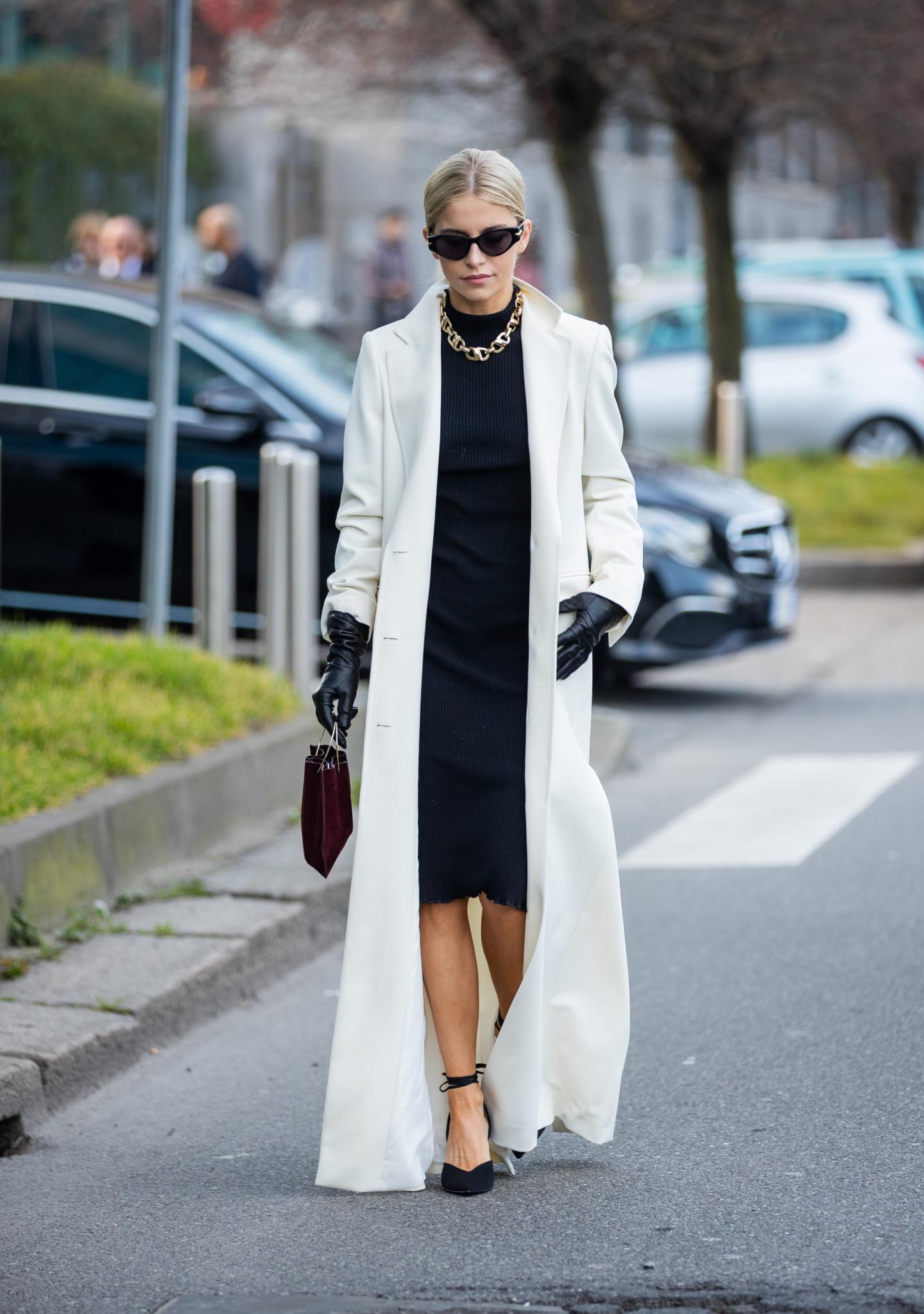 Сочетание платья с длинным пальто