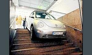 Водитель перепутал метро с въездом в гараж