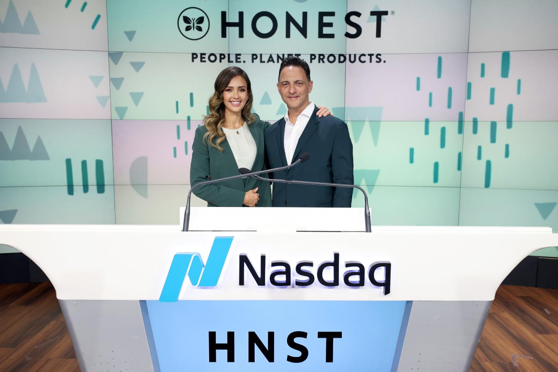 Джессика Альба и Ник Влахос, CEO Honest Company, май 2021