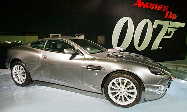 От Renault до Bentley: на чем ездил Джеймс Бонд