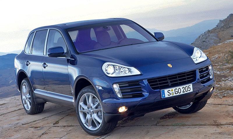В Тверской области угнали автовоз с четырьмя Porsche Cayenne