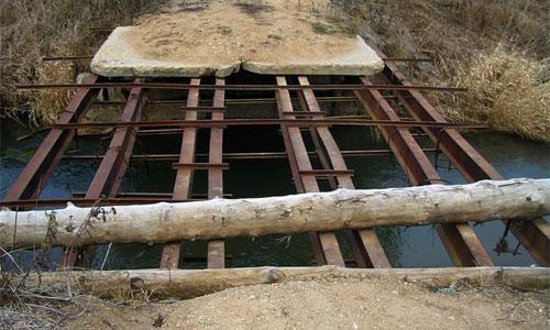 В Магаданской области грузовик обрушил мост