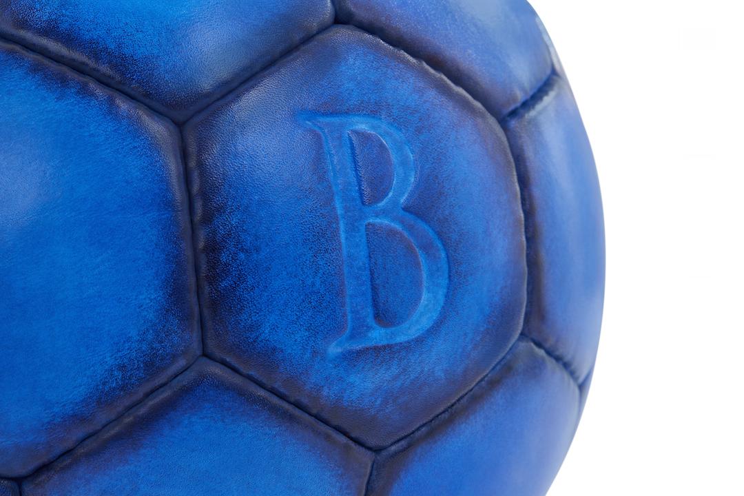 Футбольный мяч от парижского дома Berluti совсестно с французской маркой Bonzini