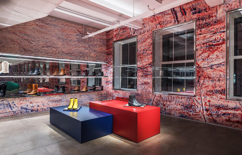 Флагманский магазин Calvin Klein на Мэдисон-авеню, над которым работал художник Стерлинг Руби
