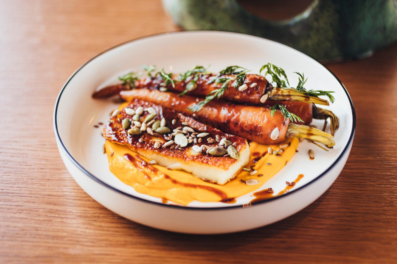 Халуми с запеченной морковью
