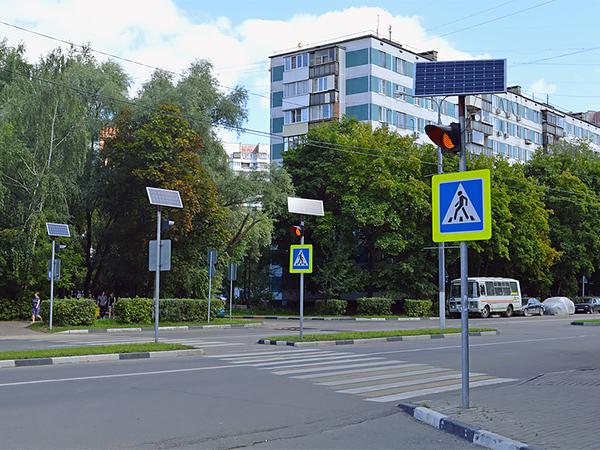 Дублирующие знаки установят на 555 пешеходных переходах Москвы