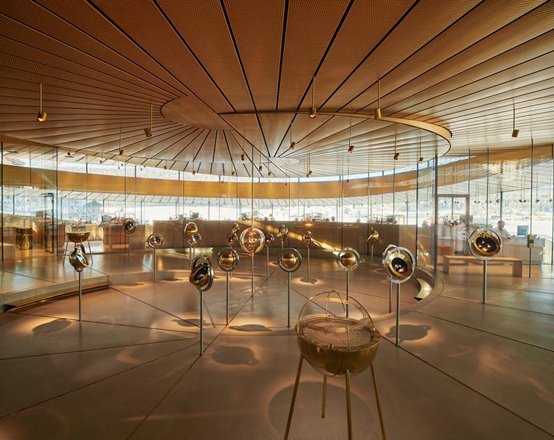 Экспозиция исторических часов в музее Audemars Piguet