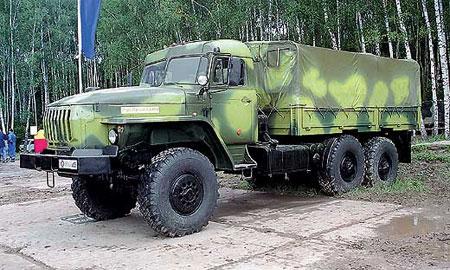 Военный Урал упал с обрыва