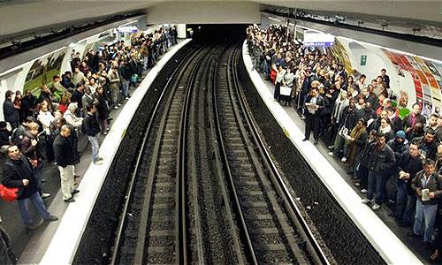 Забастовка французских транспортников парализовала движение в стране