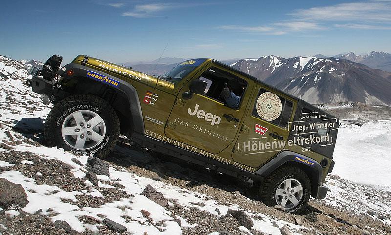 Jeep Wrangler покорил самый высокий вулкан мира