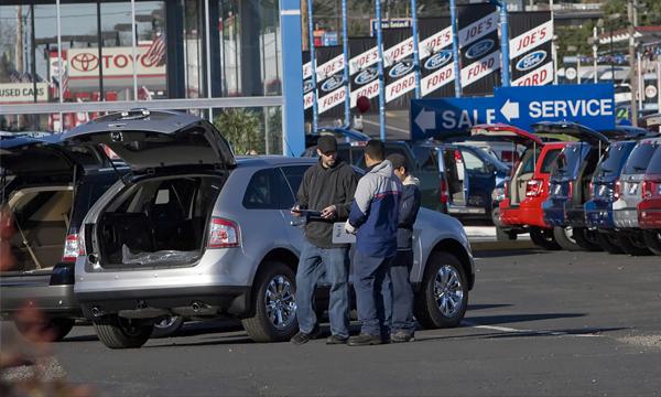 Автодилеры начали массовые сокращения сотрудников