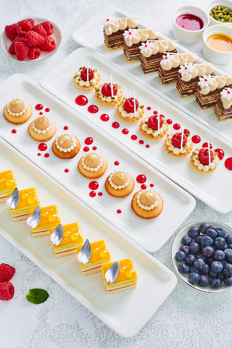 Ассорти десертов в O2 Lounge