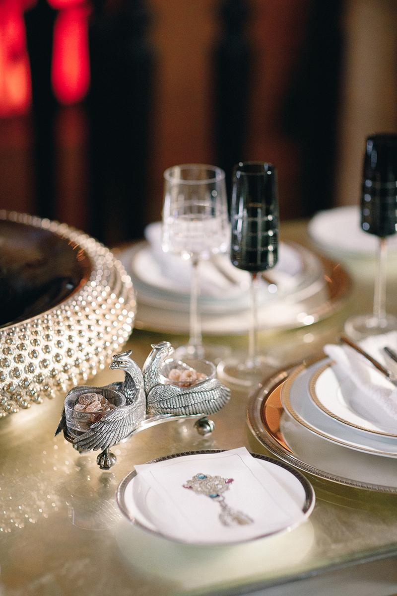 Набор Malmaison: солонка (посеребрение), пирожковая тарелка (фарфор), тарелка (посеребрение,фарфор). Все— Christofle