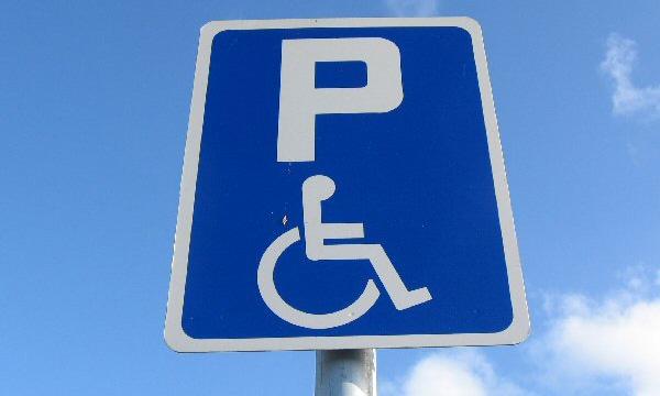 Штраф за стоянку на месте для инвалида вырос в 25 раз
