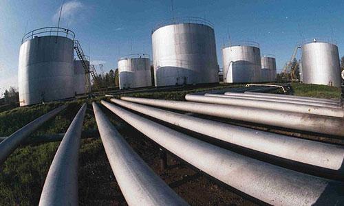 Завод в Подмосковье три года производил фальшивый бензин