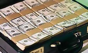 В США из инкассаторской машины выпала сумка с 200 000 долларов
