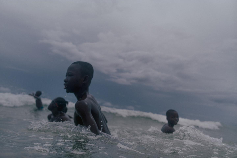 Купальщики в океане, Сьерра-Леоне