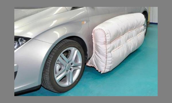 На премиальных седанах появятся дверные подушки безопасности
