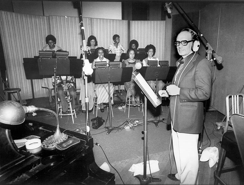 Эннио Морриконе на записи саундтрека к фильму «Изгоняющий дьявола 2: Еретик», Лос-Анджелес, 1977