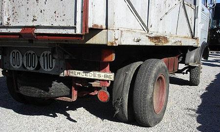 Многотонный грузовик протаранил более десяти машин