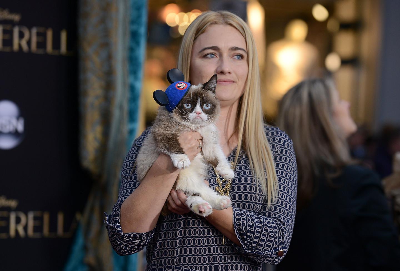 ТабатаБандесенсо своей знаменитой кошкой