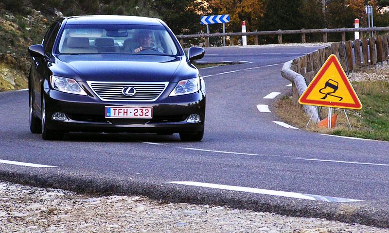 В России Lexus LS460 будет ездить без мозгов