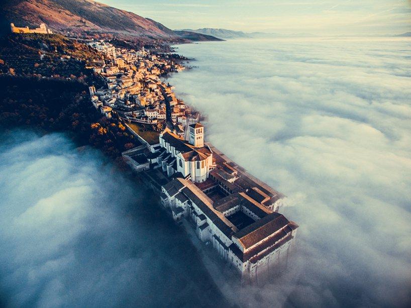 Категория «Города»: Франческо Каттуто, «Ассизи в облаках»