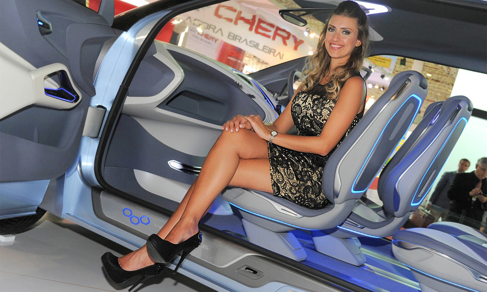 Самые красивые девушки мотор-шоу в Бразилии. Фото