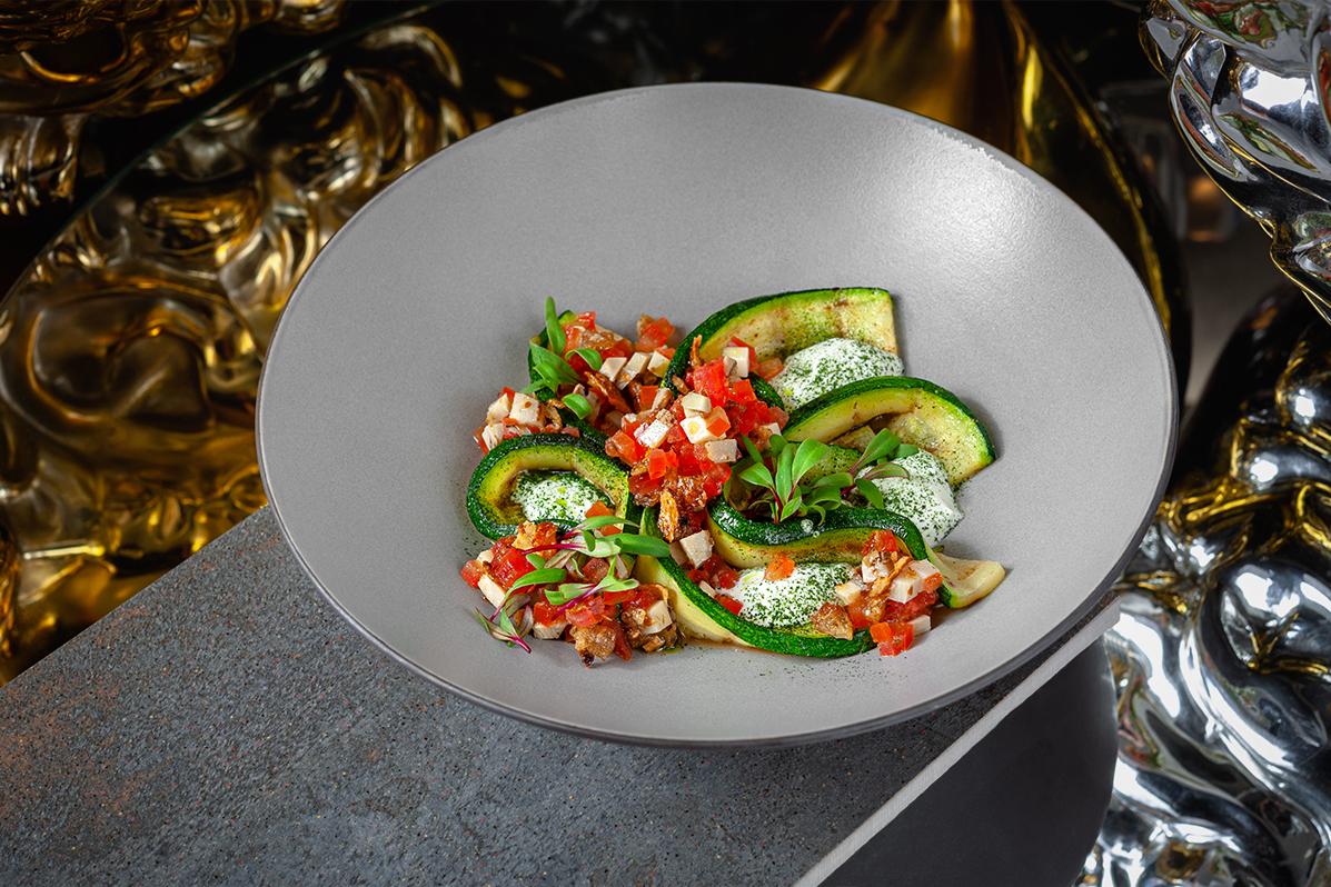 Теплый салат из цукини с артишоками