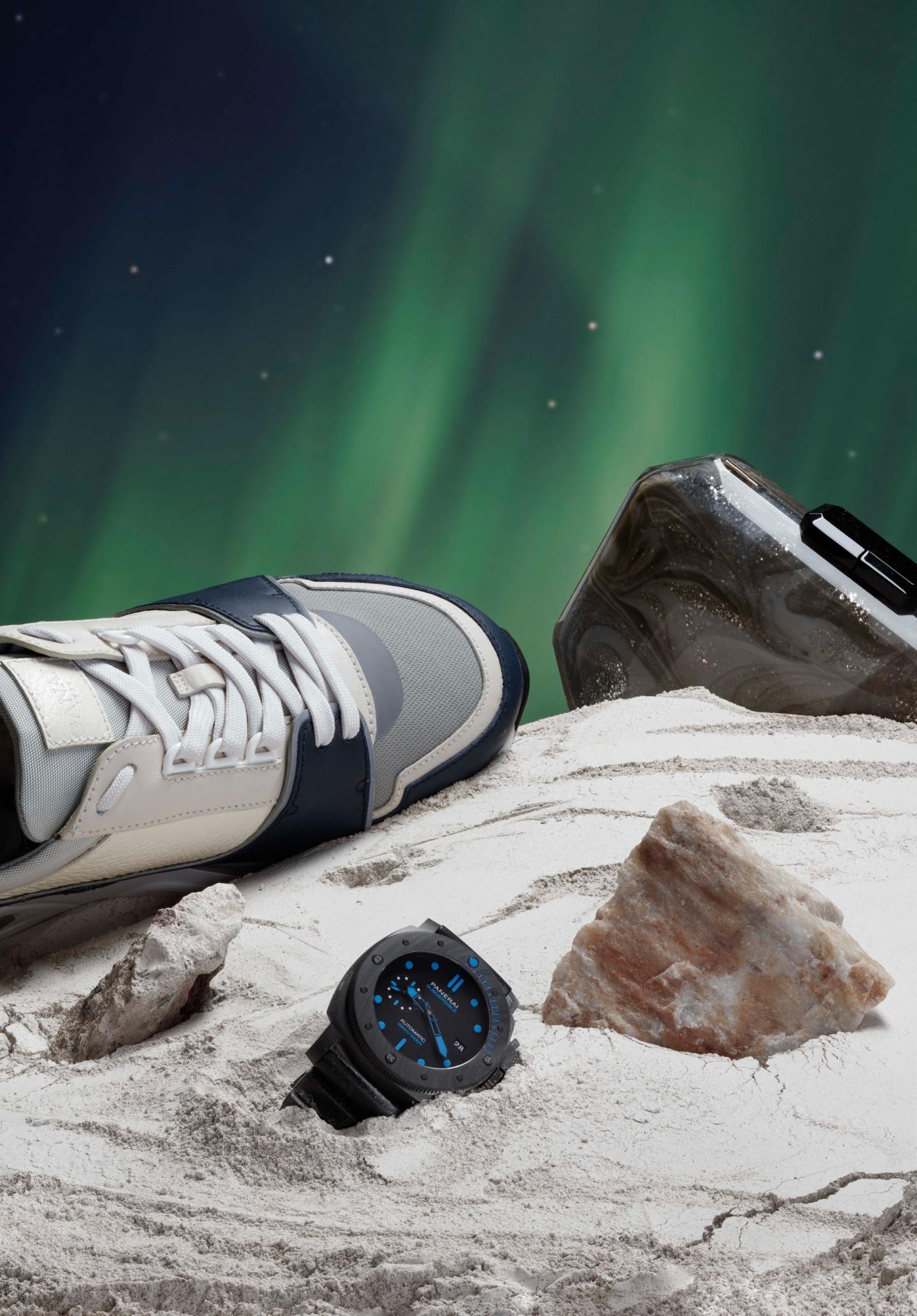 Кроссовки Canali (ЦУМ); клатч Giorgio Armani (бутик Giorgio Armani); часы Submersible Carbotech, Panerai (бутик Panerai)