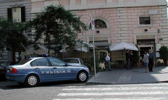 Глава римской полиции уволен за парковку в неположенном месте