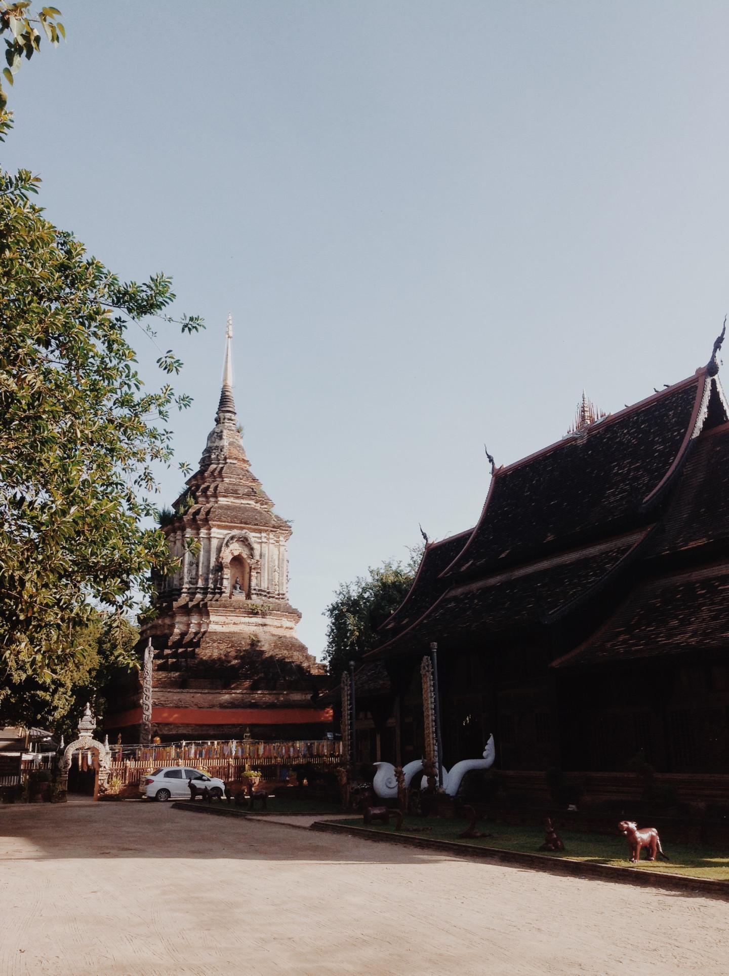 Храм Wat Lok Moli, Чиангмай