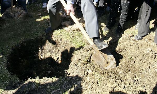 Злостных нарушителей ПДД заставят рыть могилы на кладбище
