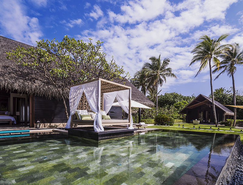 Один из приватных бассейнов на вилле Grand SunsetResidence,курорт One&Only Reethi Rah